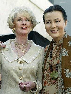 Actress Tippi Hedren with Vietnamese actress Kieu Ching when Hedren was presented with a star on the Hollywood Walk of Fame in January 2003. Hedren aided Ching when she fled Vietnam, by providing her with living space in her home for over a year. (Fred Prouser/Reuters)