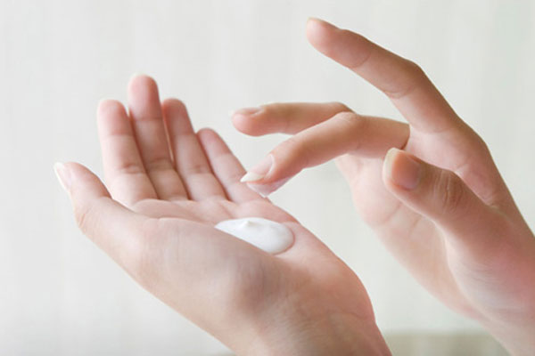 The Tips Or Help Healthy Nail Care At Home