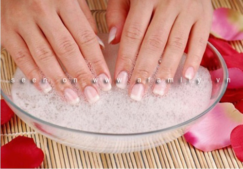 Guide the steps to a perfect nail